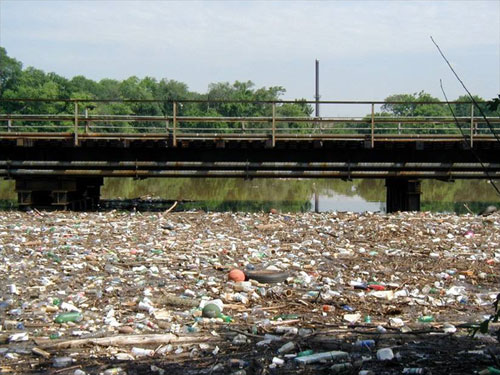Trash in the Anacostia. Yuck. Photo from A Clean Life.