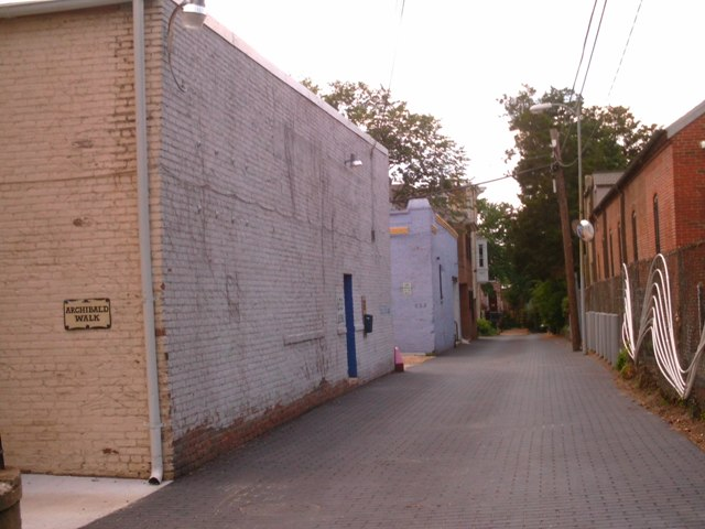 This alley warehouse (one of two, I believe) is used by members of The Fridge art collective as a workshop. They call it the Freezer.